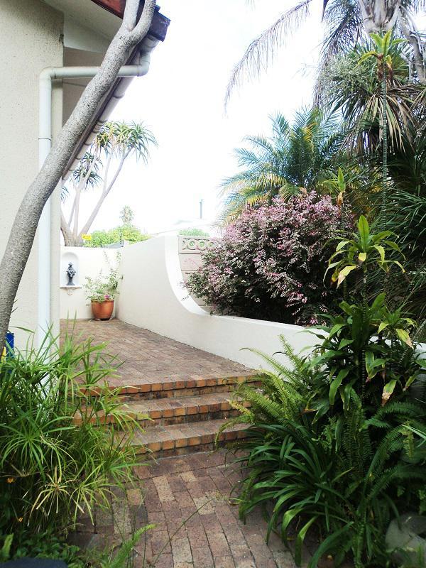 Property For Sale in La Rochelle, Bellville 3