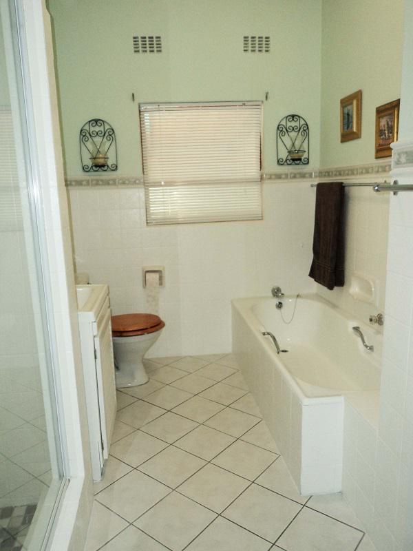 Property For Sale in La Rochelle, Bellville 16