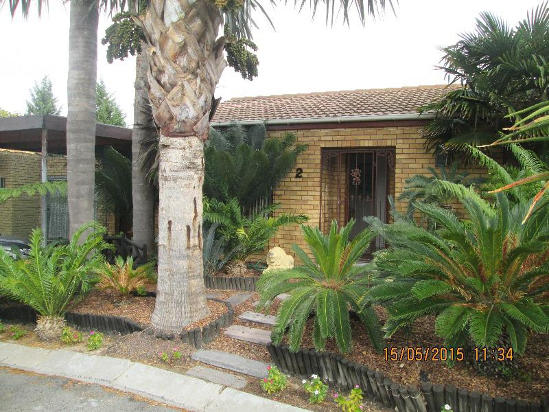 Townhouse For Sale in Bellville, Bellville