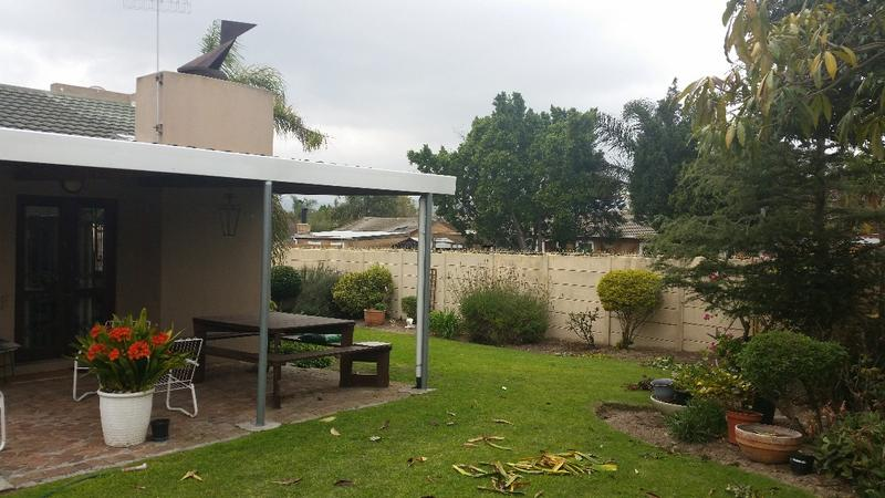 Property For Sale in Oakglen, Bellville 7