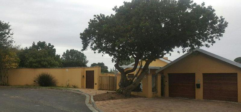 Property For Sale in La Rochelle, Bellville 1