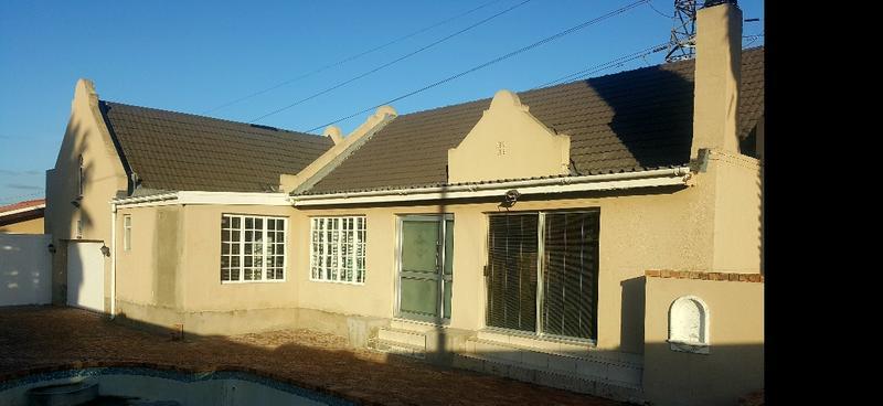 Property For Sale in Oakglen, Bellville 2