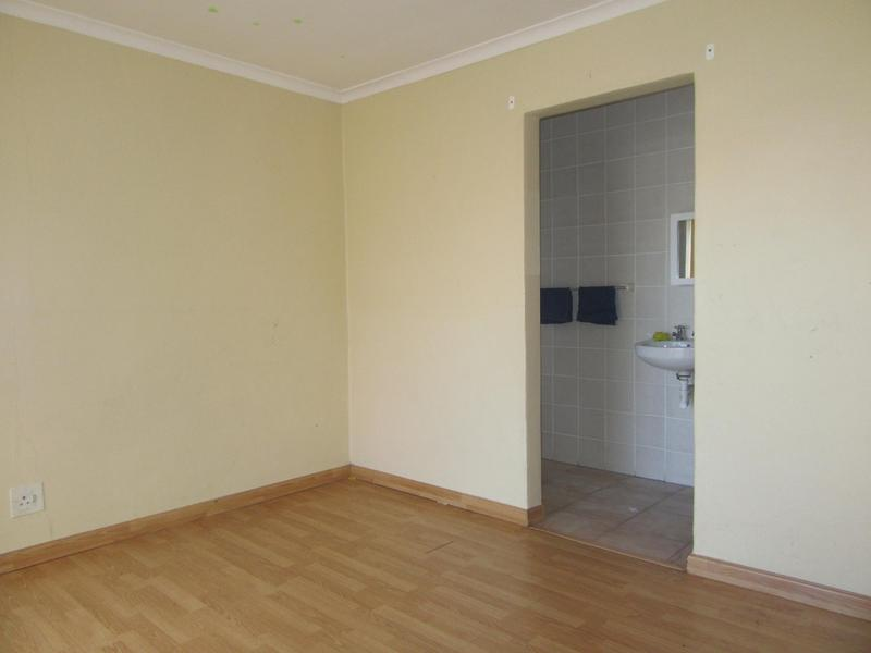 Townhouse For Sale in Soneike, Kuilsriver