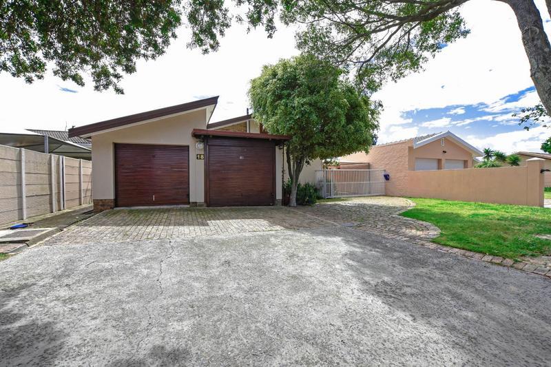 House For Sale in Oakglen, Bellville